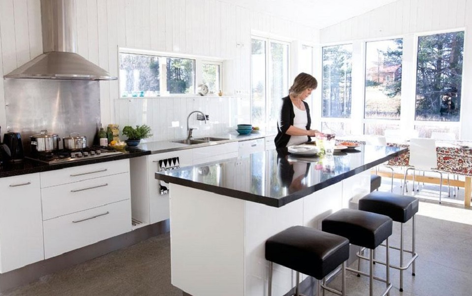 white-kitchen-with-black-counters_highrange-property-centre-sydney